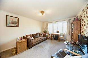 2 Bedrooms Flat for sale in Turnpike Lane, Sutton, Surrey, Greater London