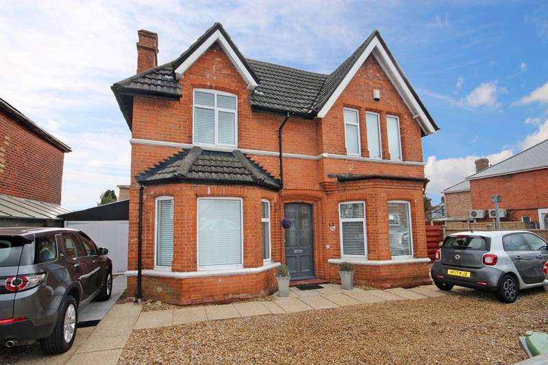 4 Bedrooms Detached House for sale in Holdenhurst Road, Kings Park, Bournemouth
