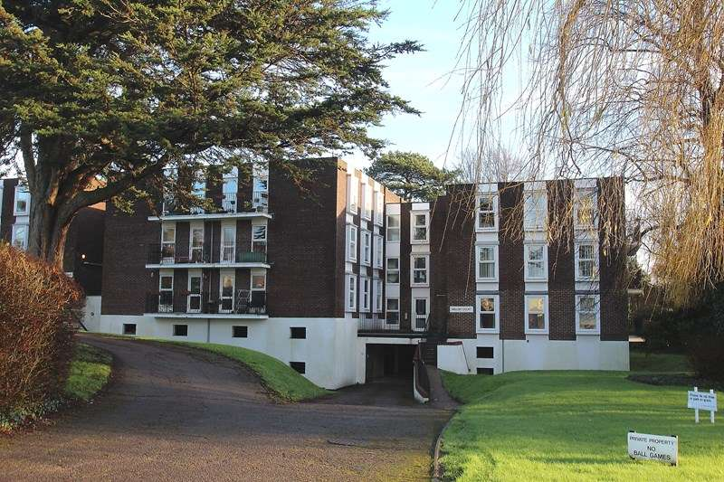 2 Bedrooms Flat for sale in Cleveland Drive, Fareham