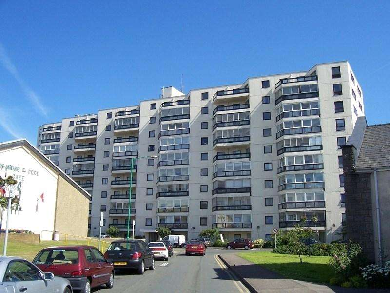 2 Bedrooms Apartment Flat for sale in Kings Court, Queens Promenade, Ramsey, IM8 1LJ