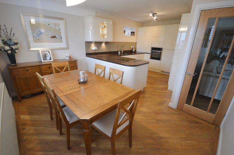 2 Bedrooms Apartment Flat for sale in Stanley Road, Wirral