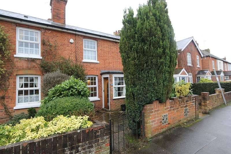 2 Bedrooms Terraced House for sale in Waterloo Road, Wokingham, Berkshire, RG40 2JE