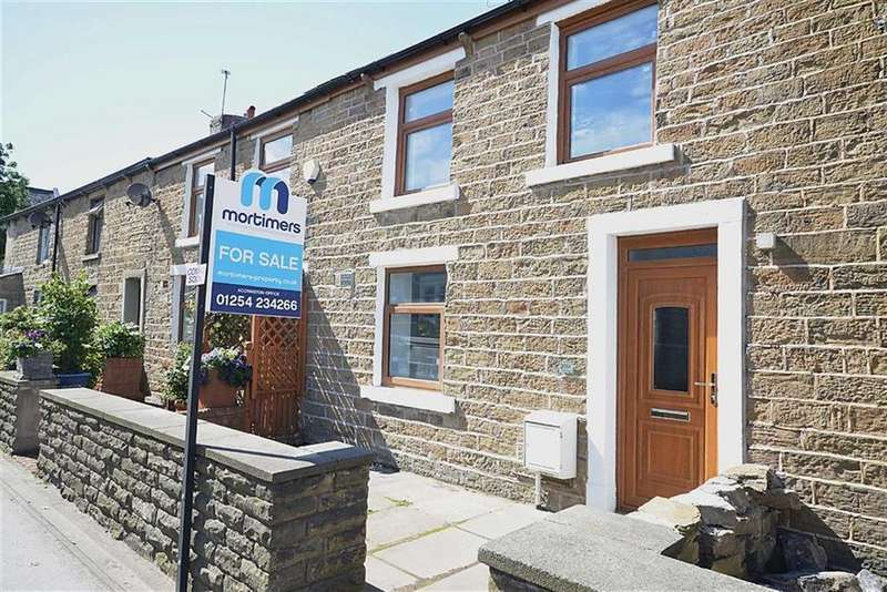 3 Bedrooms Cottage House for sale in Whalley Road, Clayton Le Moors, BB5