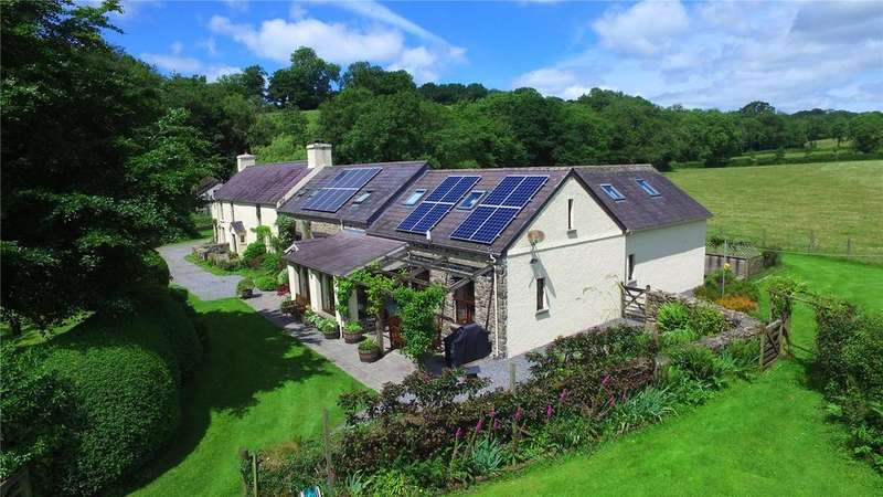 6 Bedrooms Detached House for sale in Capel Isaac, Llandeilo, Carmarthenshire