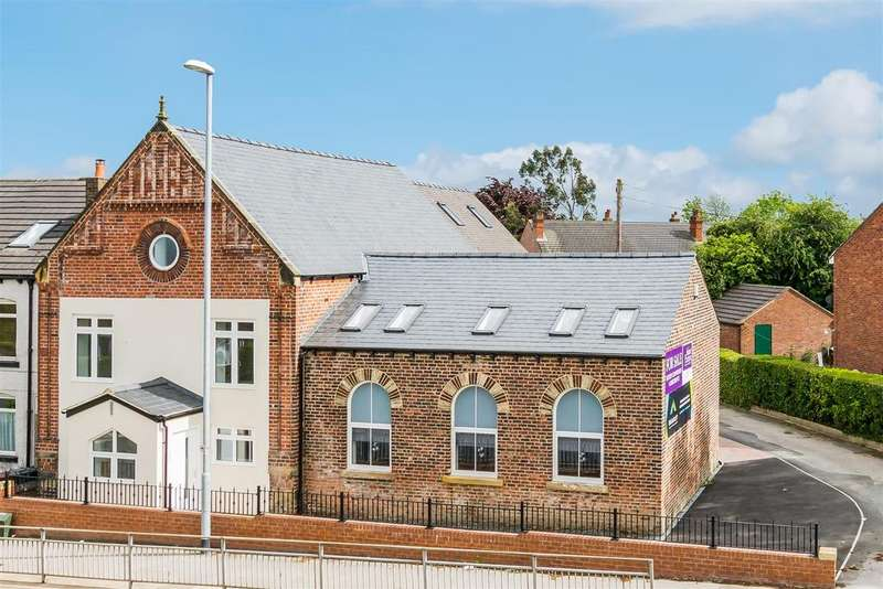 2 Bedrooms Town House for sale in Barwick Road, Crossgates, Leeds