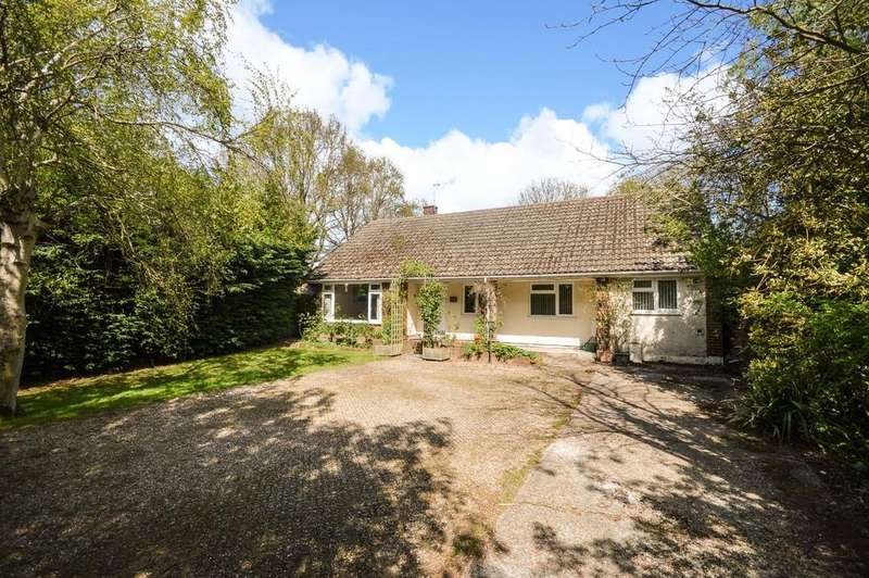 3 Bedrooms Bungalow for sale in Kennington, TN24