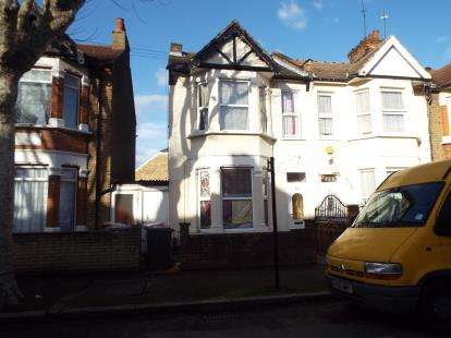 3 Bedrooms End Of Terrace House for sale in East Ham, London