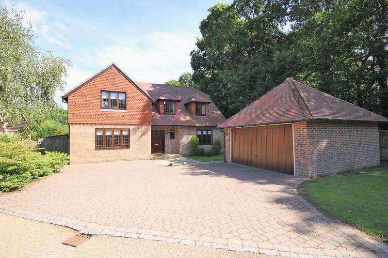 5 Bedrooms Detached House for sale in Rose Walk, Valebridge Road, Burgess Hill, West Sussex