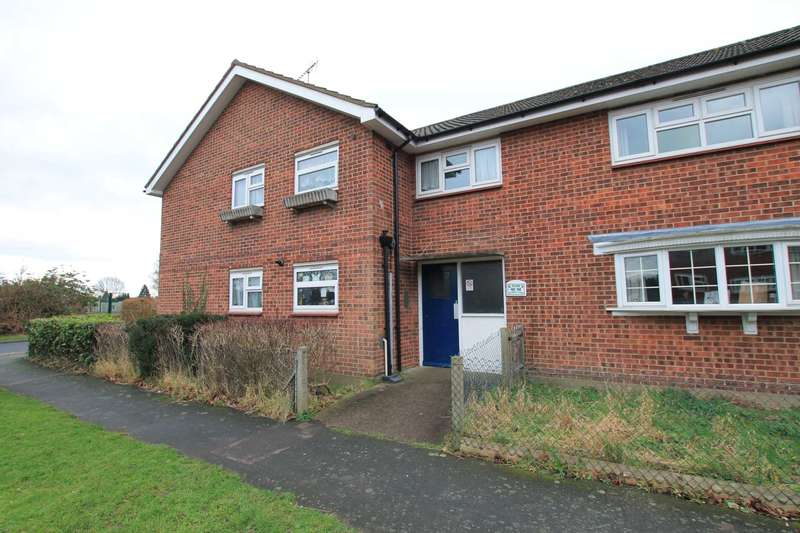 2 Bedrooms Flat for sale in Hudson Close, Watford