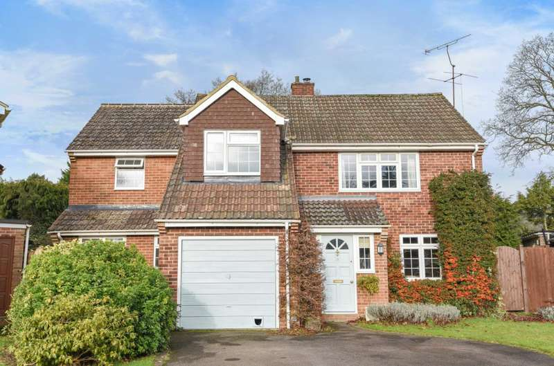 4 Bedrooms Detached House for sale in Lancaster Gardens, Earley, Reading