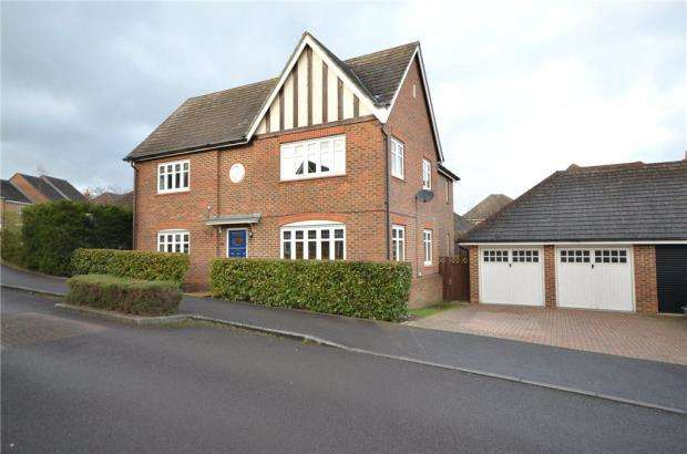 4 Bedrooms Detached House for sale in Chineham Close, Elvetham Heath, Hampshire