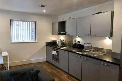 3 Bedrooms Flat for rent in Lockes Yard, City Centre, M1