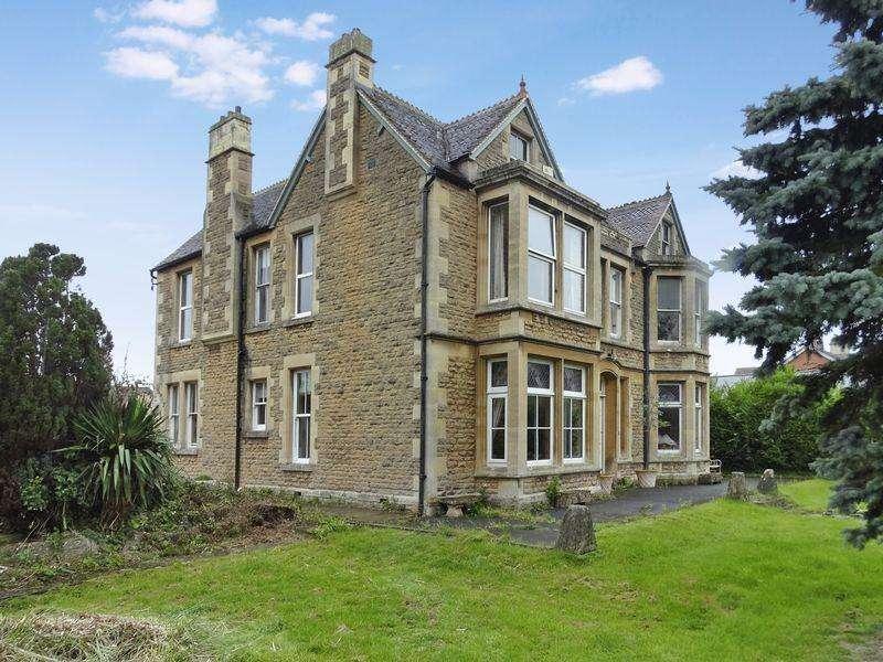 4 Bedrooms Detached House for sale in Spa Road, Melksham