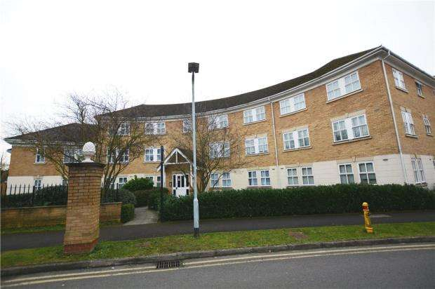 2 Bedrooms Apartment Flat for sale in Hurworth Avenue, Langley