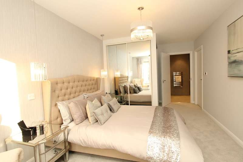 3 Bedrooms Flat for sale in King Charles Road, Surbiton