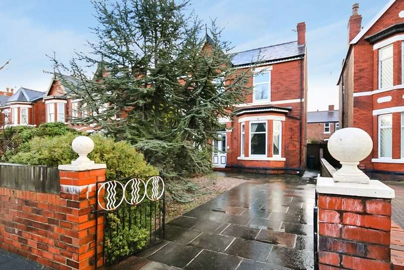 4 Bedrooms Semi Detached House for sale in Pilkington Road, Southport