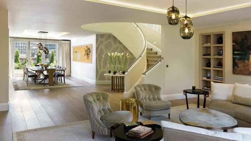 3 Bedrooms Flat for sale in Buckingham Gate, London. SW1E