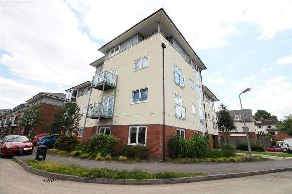 2 Bedrooms Flat for sale in Kempton Drive, Warwick