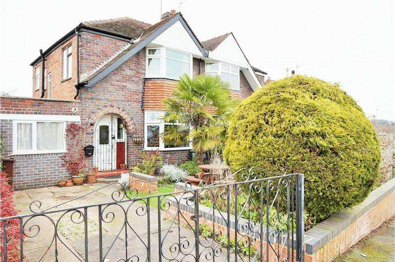 3 Bedrooms Semi Detached House for sale in Castlecroft Avenue, Wolverhampton