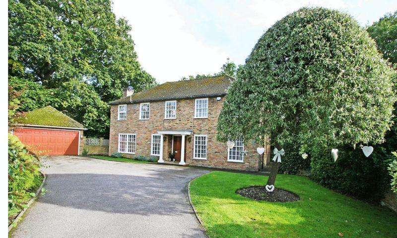 6 Bedrooms Detached House for rent in Romsey Drive, Farnham Common