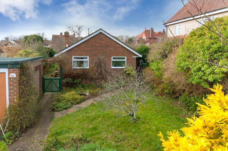 2 Bedrooms Bungalow for sale in Bracken Road, Seaford, BN25 4HR