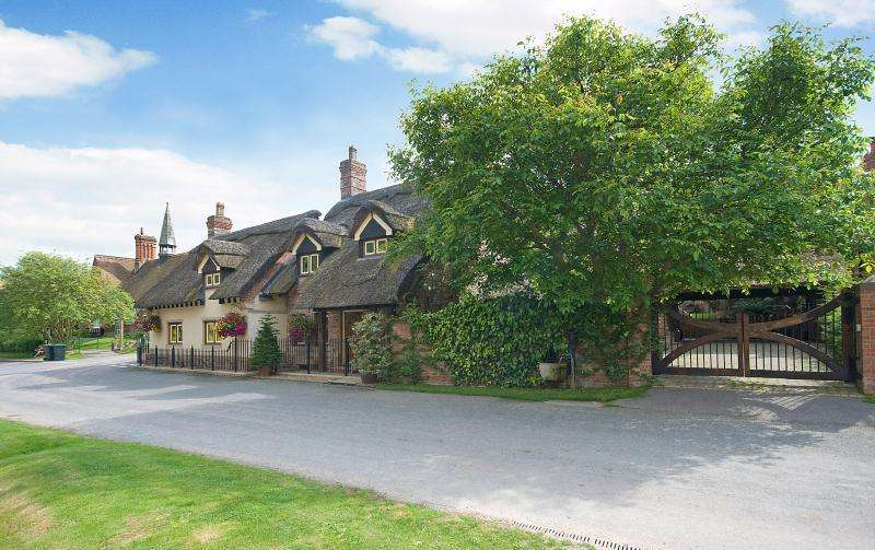 4 Bedrooms Detached House for sale in Hillfoot Lodge, Thixendale, Yorkshire Wolds, YO17