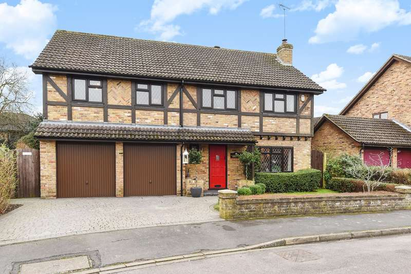 5 Bedrooms Detached House for sale in Thomas Lane, FINCHAMPSTEAD, RG40
