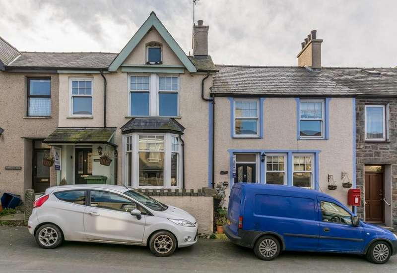6 Bedrooms Terraced House for sale in Eifl Road, Trefor, North Wales