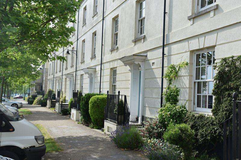 4 Bedrooms Terraced House for sale in Peverell Avenue East, Dorchester