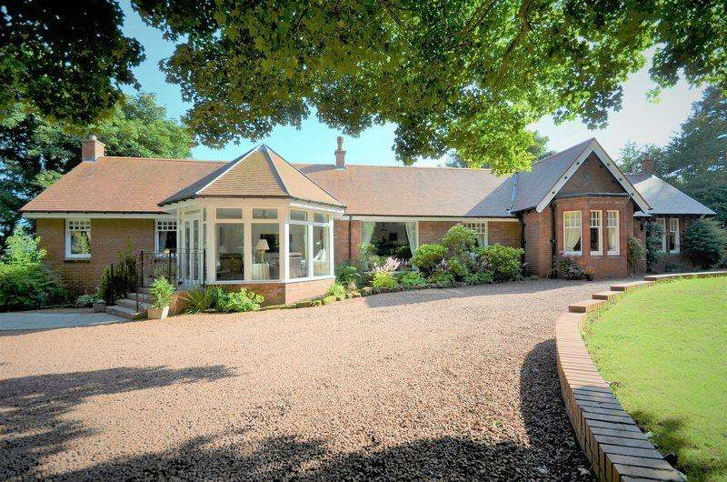 5 Bedrooms Detached Bungalow for sale in The Shieling, Southwood, Troon KA9 1UP