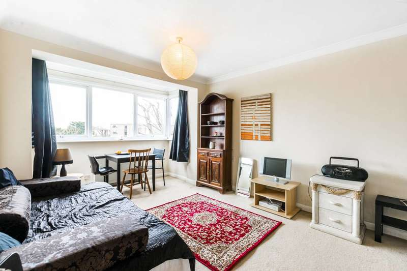 Studio Flat for sale in Clarence Road, Bounds Green, N22