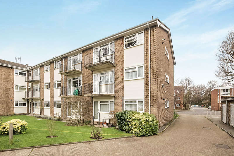 2 Bedrooms Flat for sale in Lovelace Gardens, Surbiton, KT6