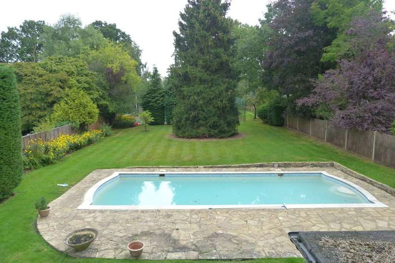 4 Bedrooms Detached House for rent in Oxhey Lane, Pinner