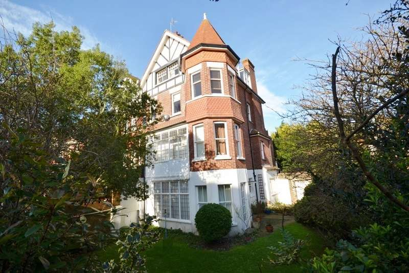 3 Bedrooms Flat for sale in Darley Road, Eastbourne, BN20