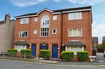 2 Bedrooms Flat for sale in Grimshaw Street, Golborne, Warrington, WA3 3SD