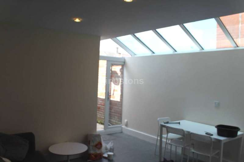 9 Bedrooms Terraced House for rent in Crwys Rd, Cathays, CF24 4NE