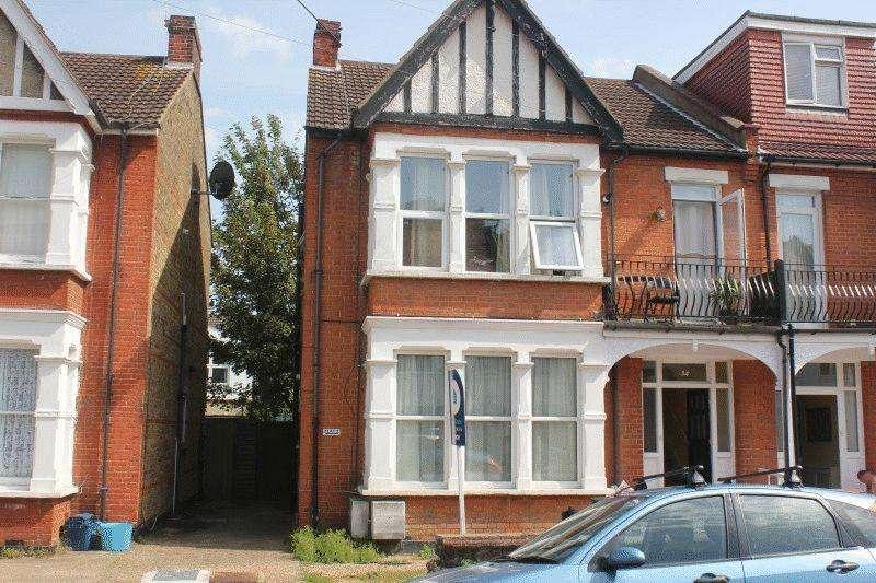 2 Bedrooms Flat for sale in Elderton Road, Westcliff-on-Sea