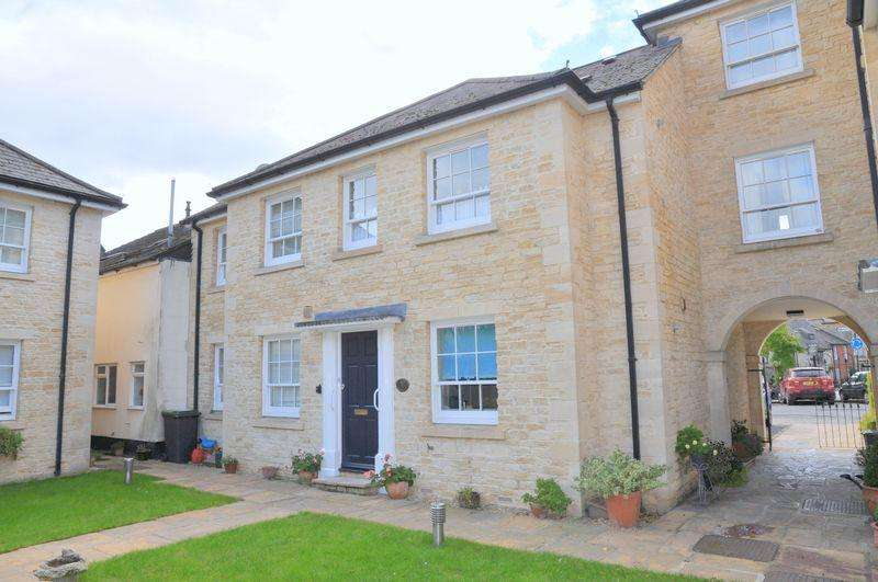 2 Bedrooms Ground Flat for sale in Market Square, Bampton