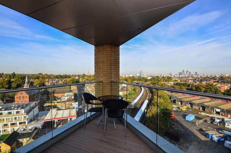 2 Bedrooms Flat for sale in Loampit Vale, Lewisham, SE13