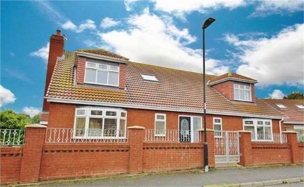 4 Bedrooms Detached House for sale in Orkney Drive, Ryhope, Sunderland, Tyne and Wear