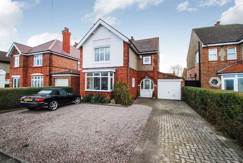 3 Bedrooms Detached House for sale in Hoylake Drive, Skegness