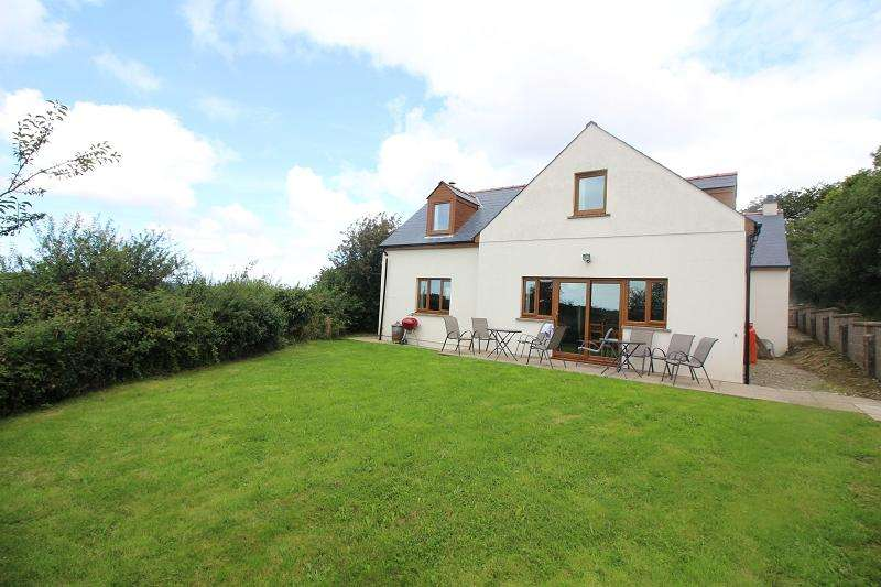 4 Bedrooms Detached House for sale in The Beacon , Rosemarket, Milford Haven, Pembrokeshire. SA73 1JX
