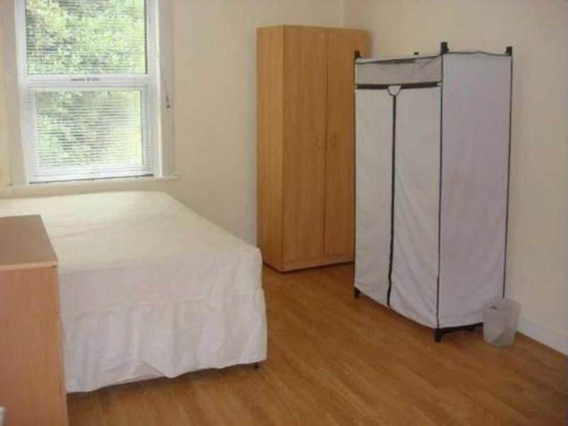 5 Bedrooms House for rent in Sherridan Road, Eastham, e12