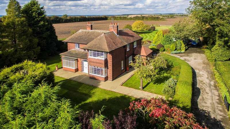 3 Bedrooms Detached House for sale in off Cliff Gate, East Markham, Newark