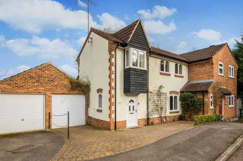 3 Bedrooms Semi Detached House for sale in Merling Croft, Northchurch