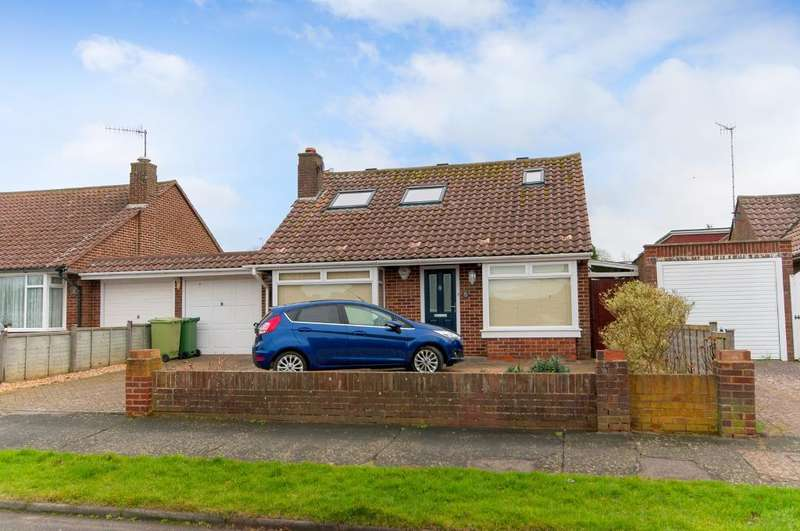 3 Bedrooms Chalet House for sale in Upper Chyngton Gardens, Seaford, BN25 3SA