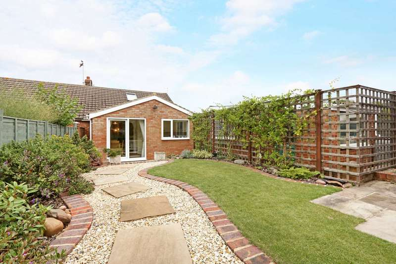 2 Bedrooms Semi Detached Bungalow for sale in Ludgate, Tring