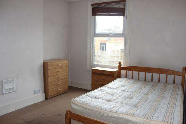 4 Bedrooms Apartment Flat for rent in Green Lanes, London, N16
