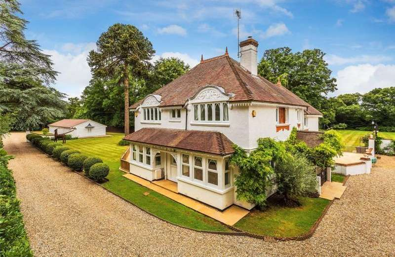 5 Bedrooms Detached House for rent in Aldershot Road, Pirbright, Woking, Surrey GU24 0DJ