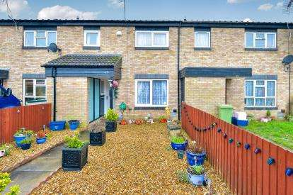 3 Bedrooms Terraced House for sale in Whitethorns, Newport Pagnell, Milton Keynes, Bucks